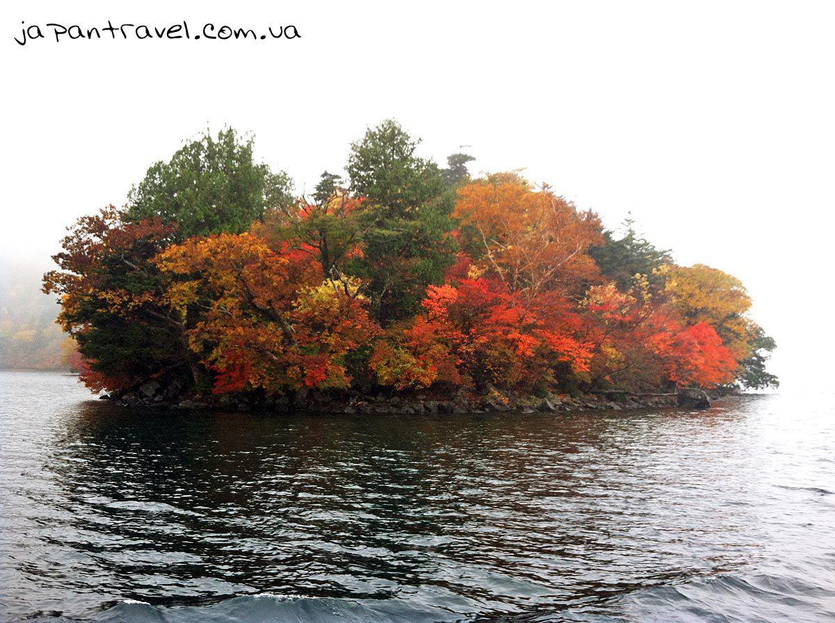 озеро-в-нікко-осінь-острів