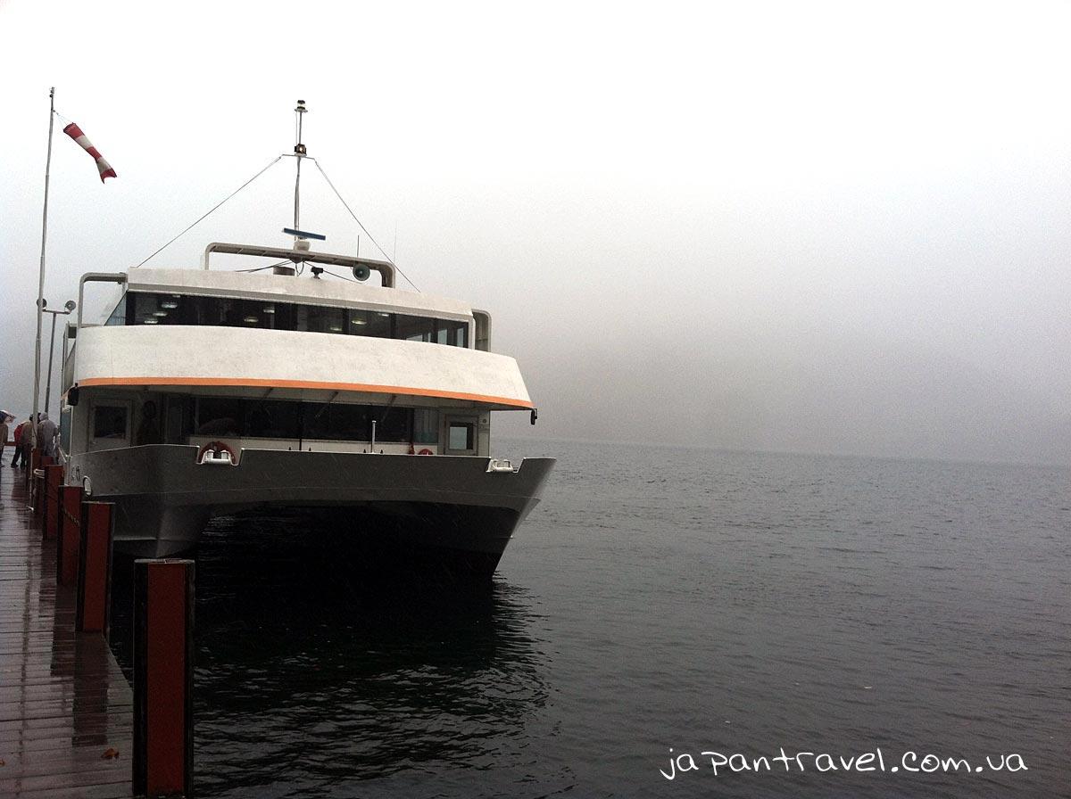 озеро-японія-корабель