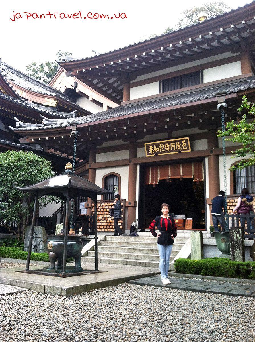 Курильниця перед входом в Зал Аміда-до (Amida-do)