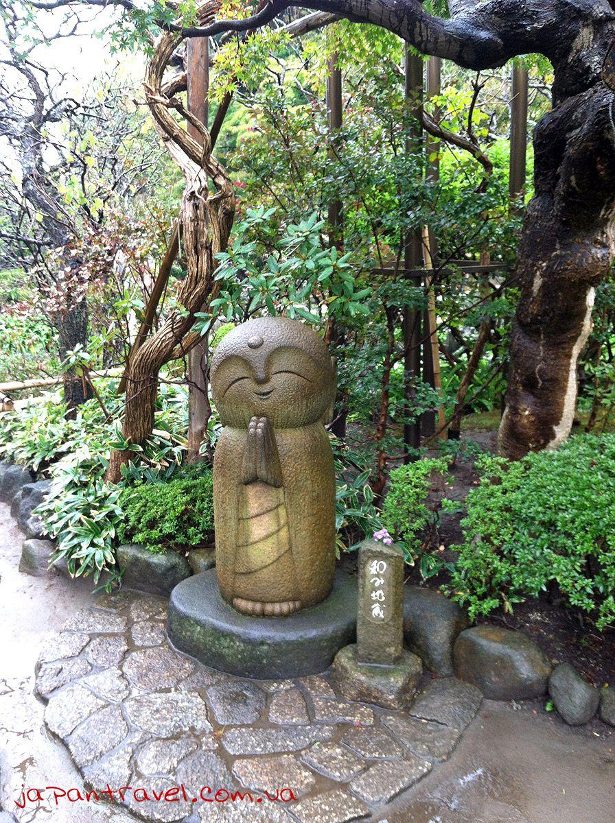 Одна зі статуй в храмі Byakugo (всевидяче око)