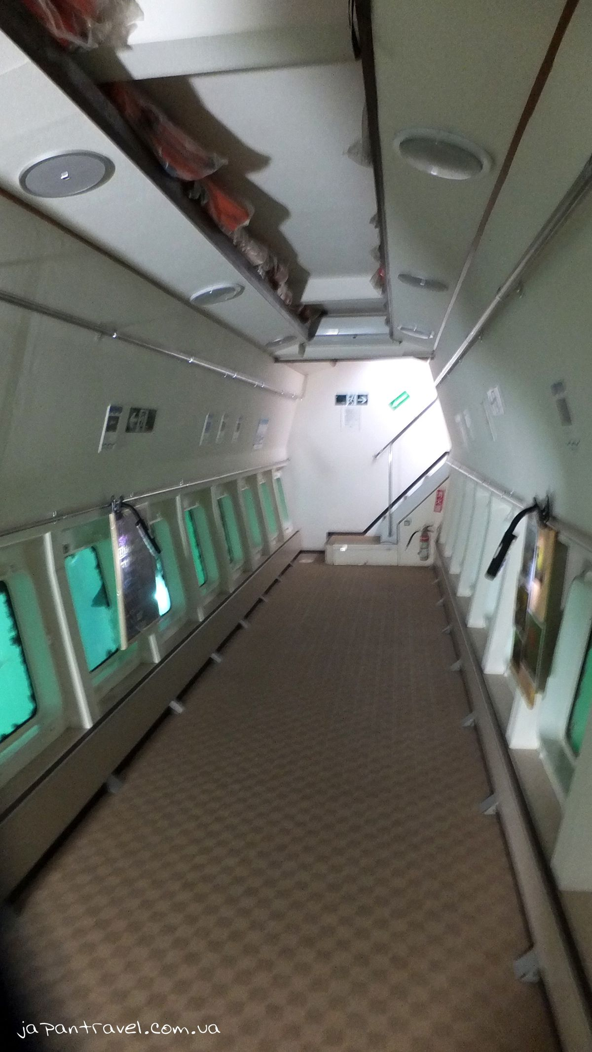 Yokohama-Hakkeijima-Sea-Paradise-катер-з-вікнами-мандрівки-японією