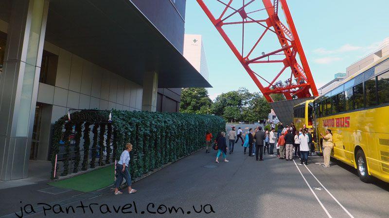 біля-токійської-телевізійної-вежі-мандрівки-японією
