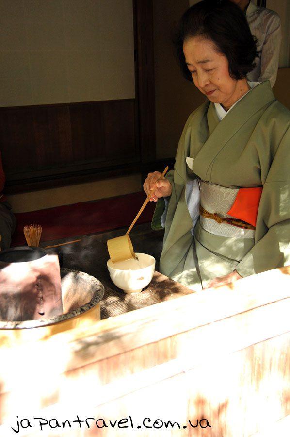 чайна-церемонія-мандрівки-японією-наливання-води