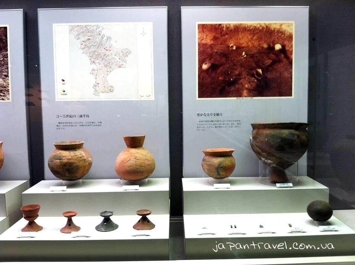 hlynyanyj-posud-riznyh-periodiv-muzej-jokosuka-mandrivky-yaponijeyu