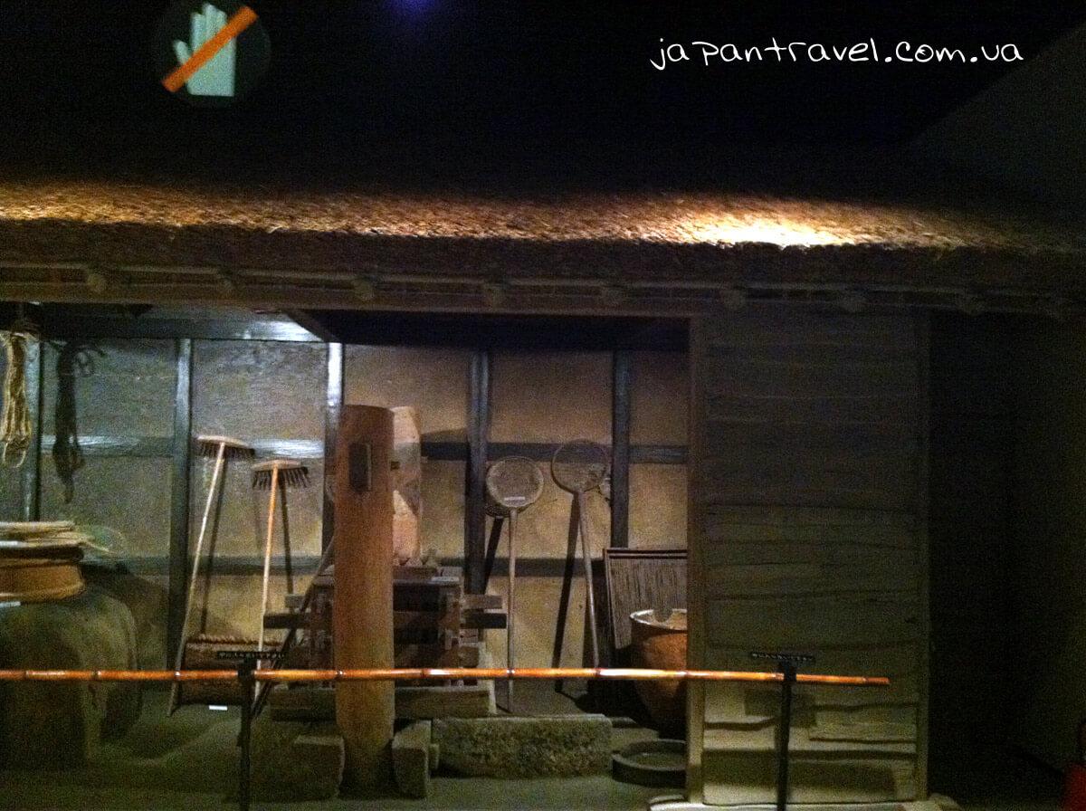 zahalnyj-vyhlyad-robochyh-prymischen-starovynnoho-yaponskoho-domu-muzej-jokosuka-mandrivky-yaponijeyu