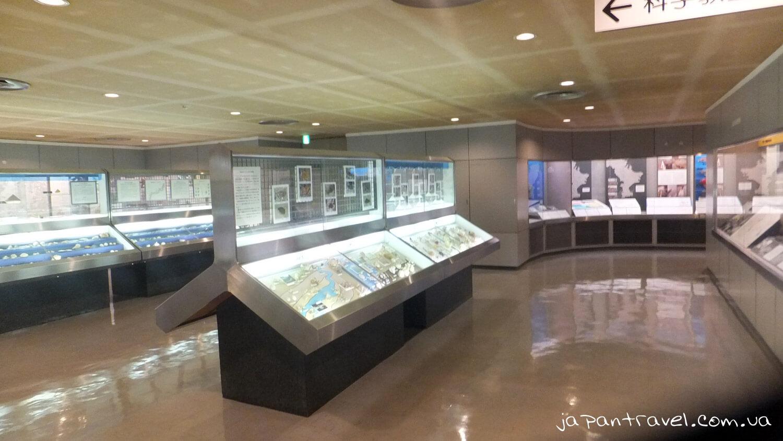 pidsvicheni-stelazhi-muzej-jokosuka-mandrivky-yaponijeyu