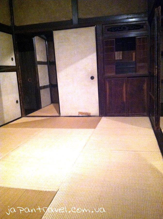 tradytsijna-yaponska-kimnata-muzej-jokosuka-mandrivky-yaponijeyu